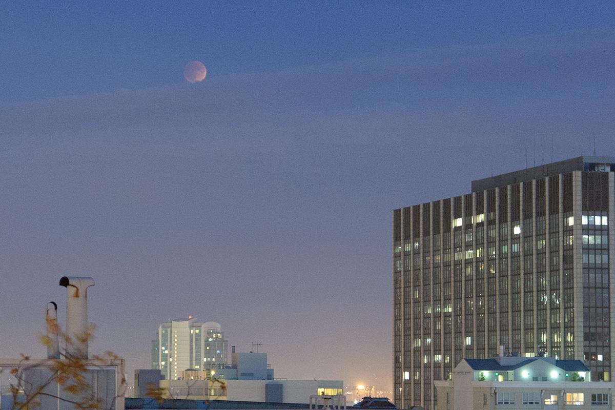 2015.09.27 Lunar Eclipse over San Francisco
